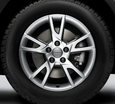 Audi Q3 Winterkomplettrad im 5-Arm-Semi-Y-Design, brillantsilber, 6,5 J x 17, 215/60 R 17 96H