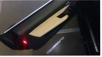 Einstiegs-LED, quattro Für Fahrzeuge mit serienmäßiger Einstiegsbeleuchtung LED. Logo: quatt